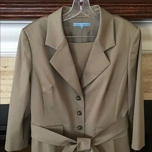 Antonio Melani ladies suit Size 14